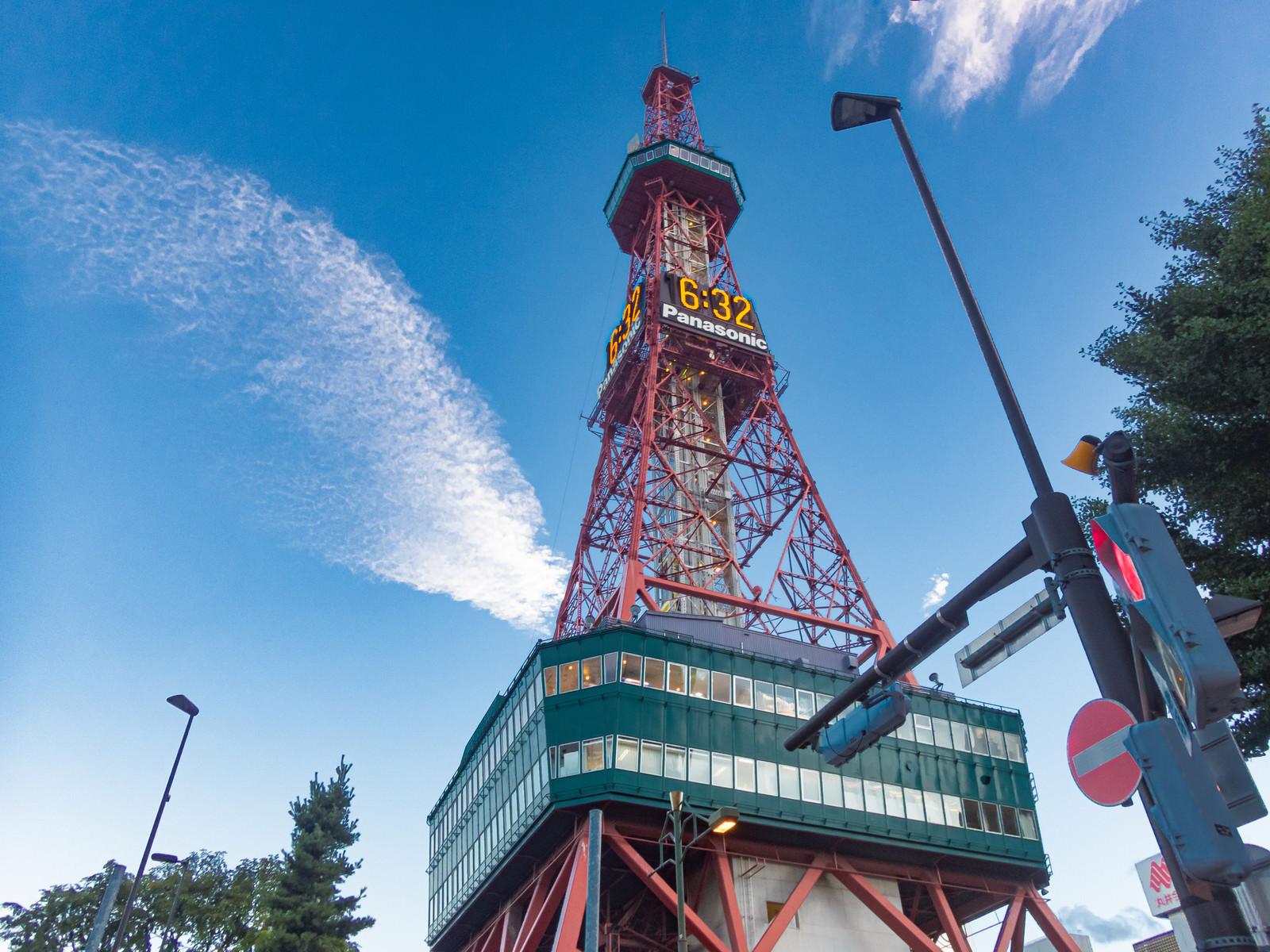 「見上げたさっぽろテレビ塔」の写真