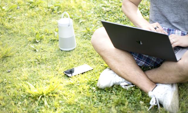 屋外の作業でも音楽は欠かせないブロガーの写真
