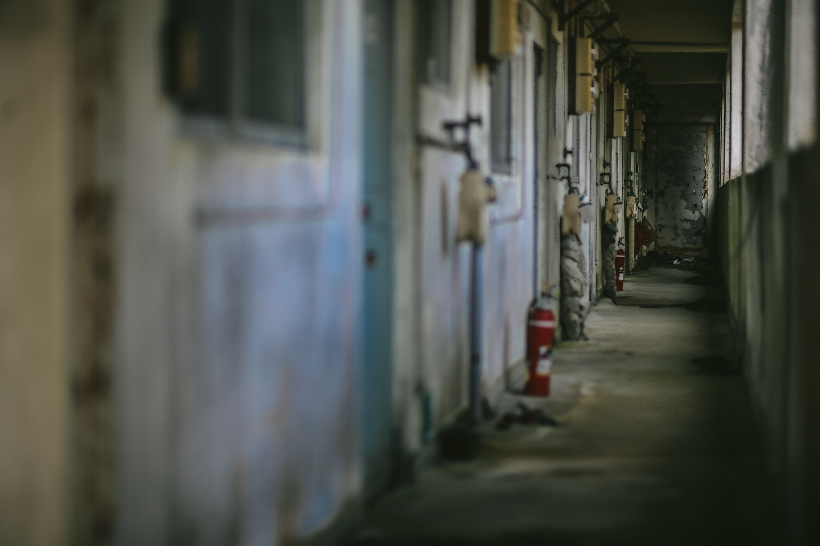「無人の仄暗いマンション」の写真