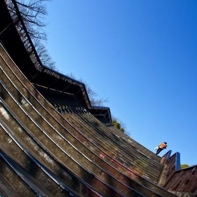 「階段を登る男性」の写真素材