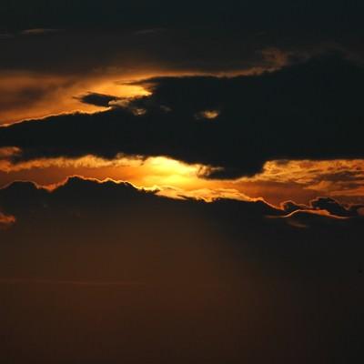 「家路の夕焼け空」の写真素材
