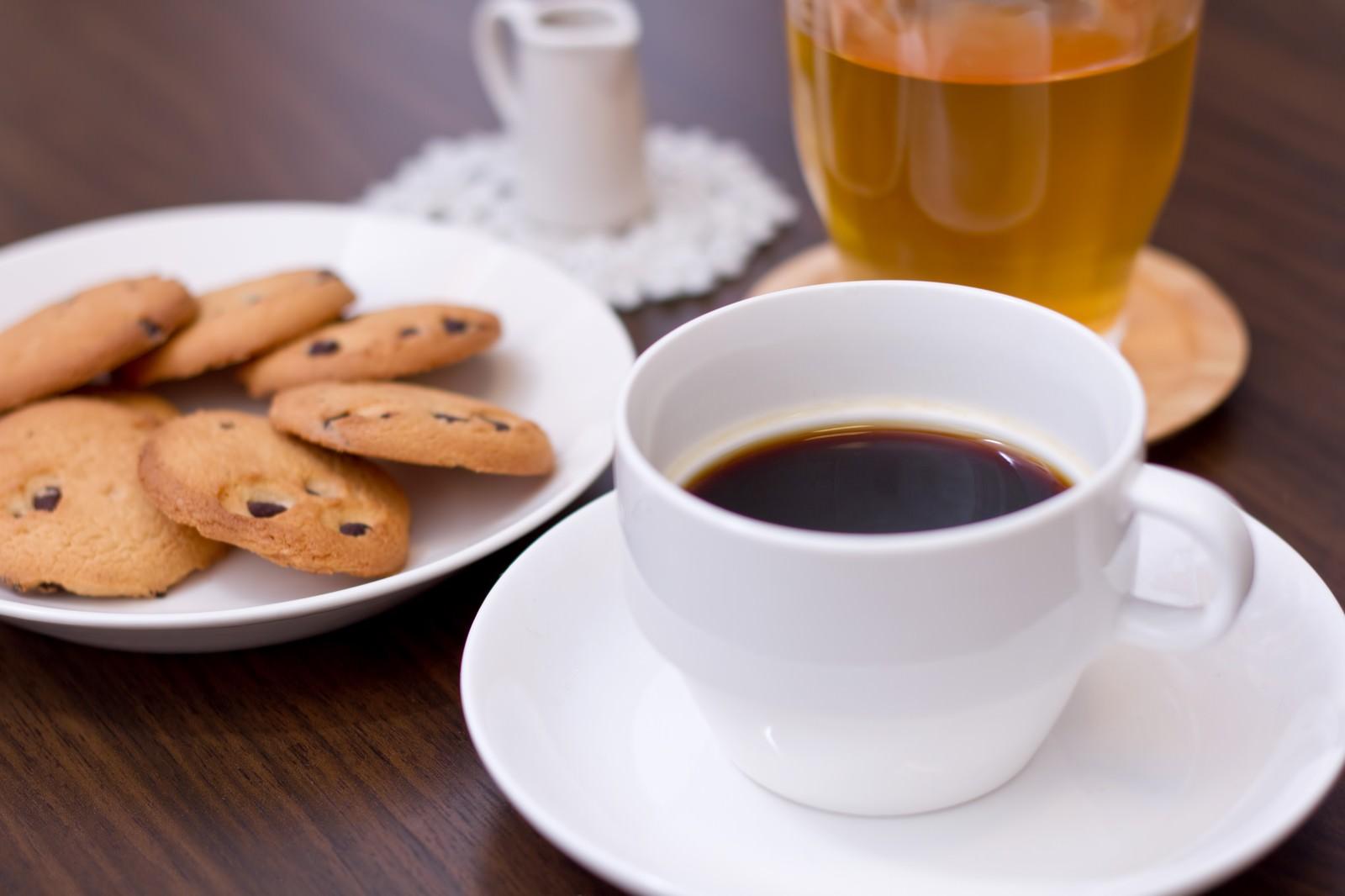 「コーヒーとクッキーコーヒーとクッキー」のフリー写真素材を拡大