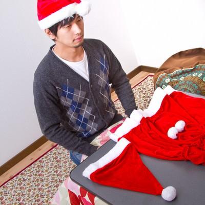 「サンタの衣装(女性用)を用意したけどクリぼっち」の写真素材