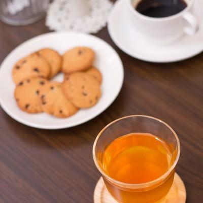「お茶とコーヒーとクッキー」の写真素材