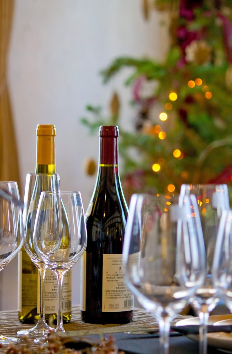 「ワイングラスとクリスマスツリー」の写真