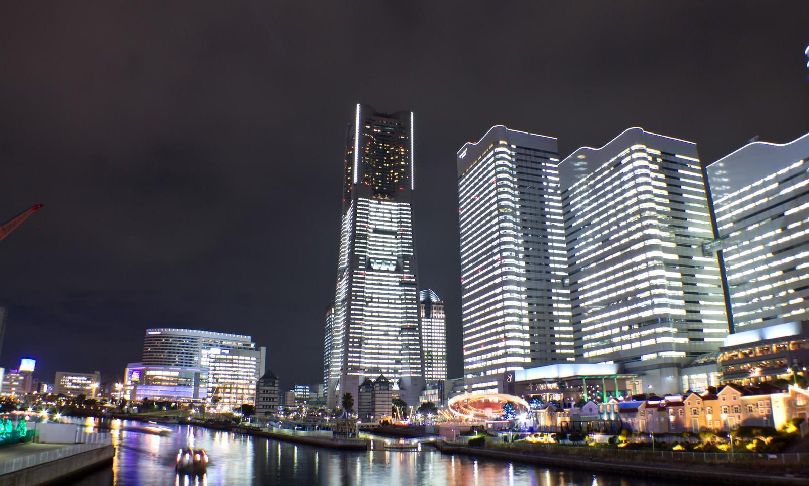 「タワーズミライトとコスモワールド(夜景)」の写真