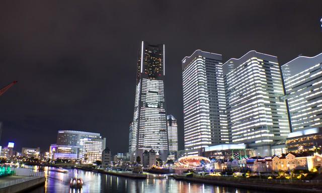 タワーズミライトとコスモワールド(夜景)の写真