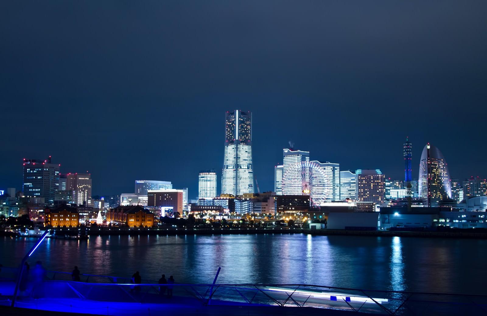 「大桟橋からみなとみらいの夜景」の写真
