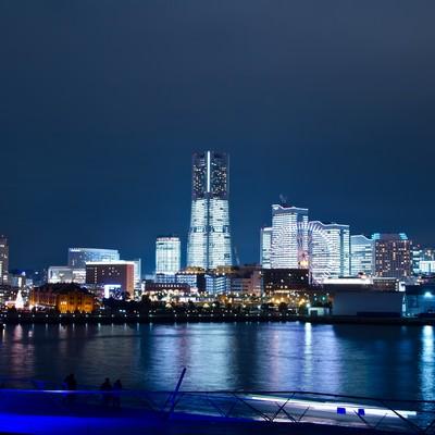 「大桟橋からみなとみらいの夜景」の写真素材