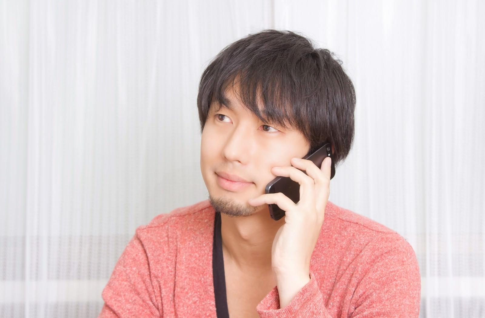 「彼女に電話をかける男性彼女に電話をかける男性」[モデル:大川竜弥]のフリー写真素材を拡大