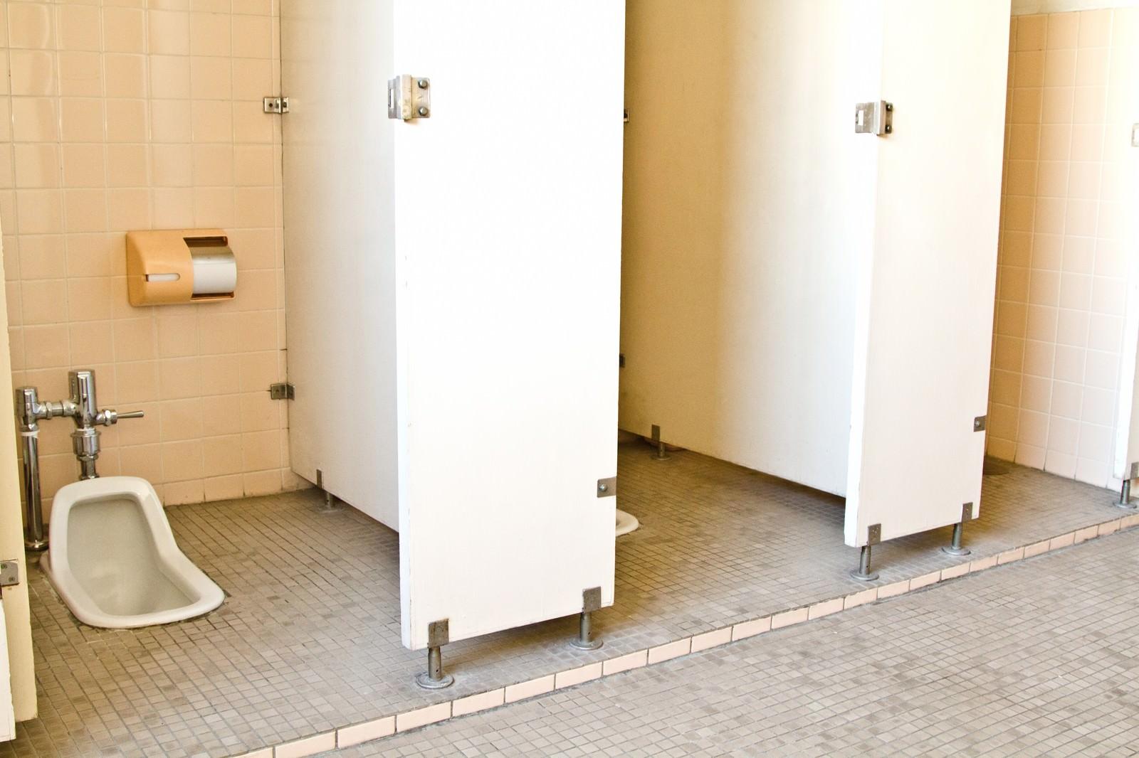 「学校の和式トイレ」の写真