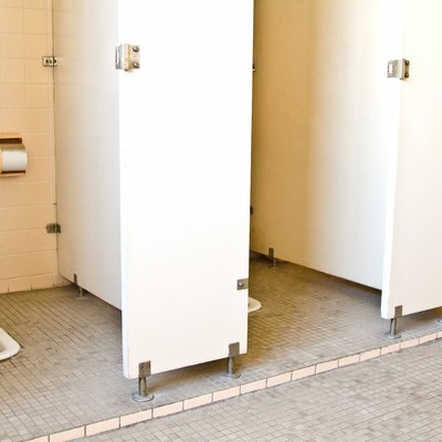 学校の和式トイレの写真