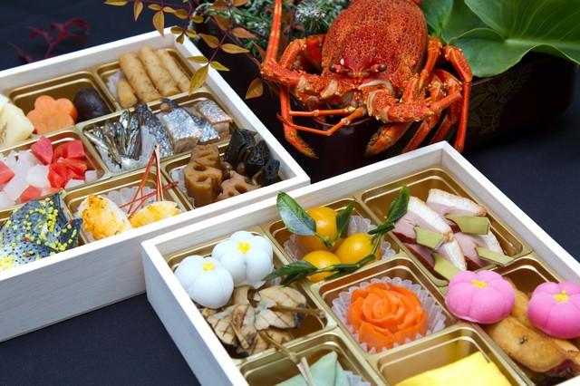 伊勢海老とおせち料理の写真