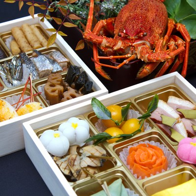 「伊勢海老とおせち料理」の写真素材