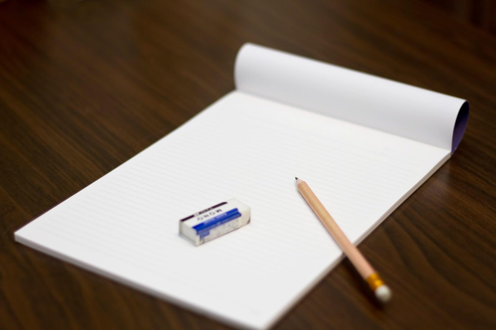 「鉛筆・ノート・消しゴム鉛筆・ノート・消しゴム」のフリー写真素材を拡大