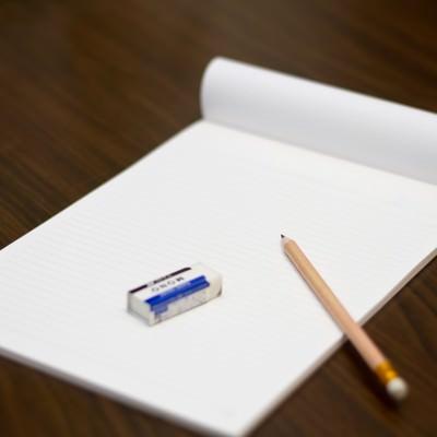 「鉛筆・ノート・消しゴム」の写真素材