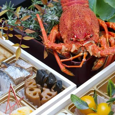 「お正月・伊勢海老とおせち料理」の写真素材
