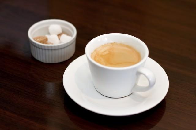 角砂糖とコーヒーの写真
