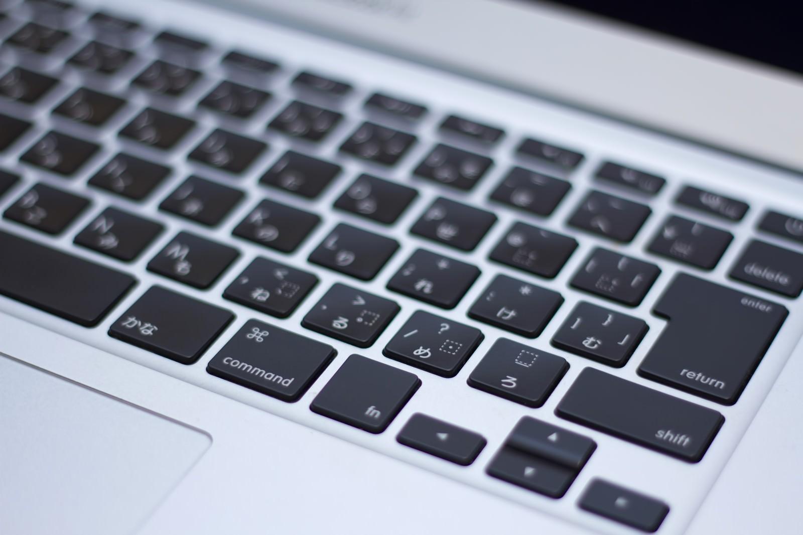 「ノートパソコンのキーボード」の写真