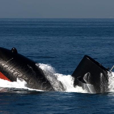 「浮上する潜水艦」の写真素材