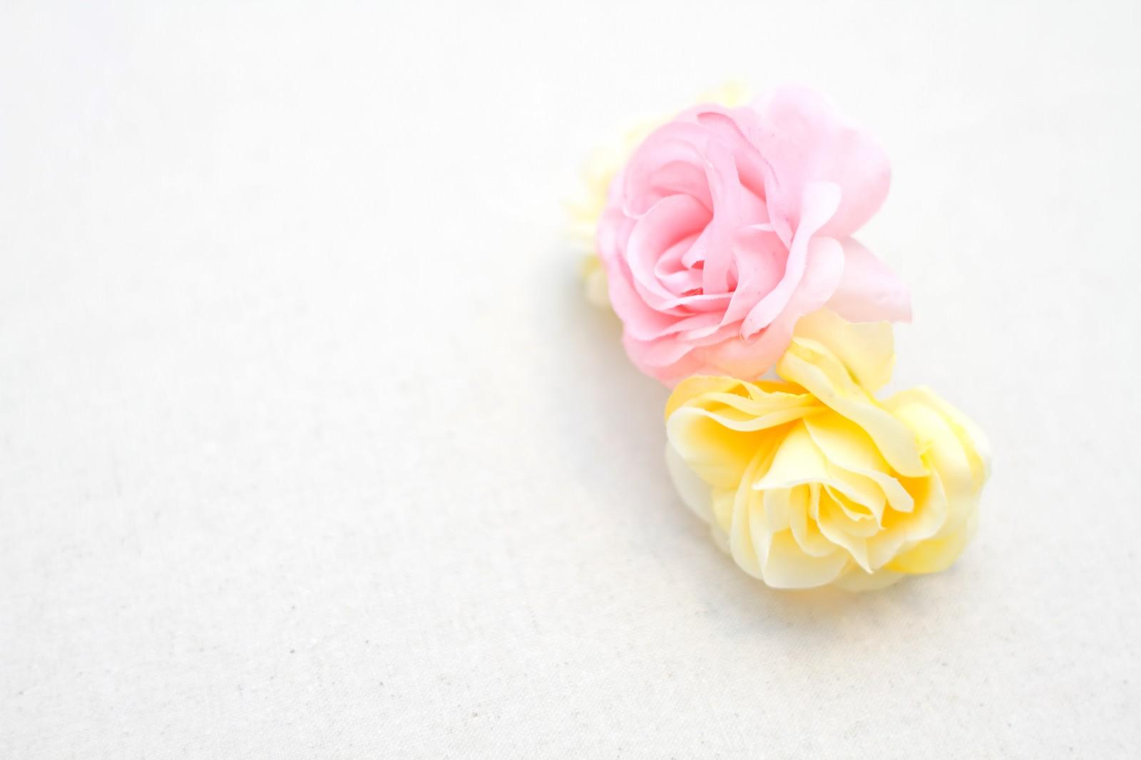 「2色の造花」の写真