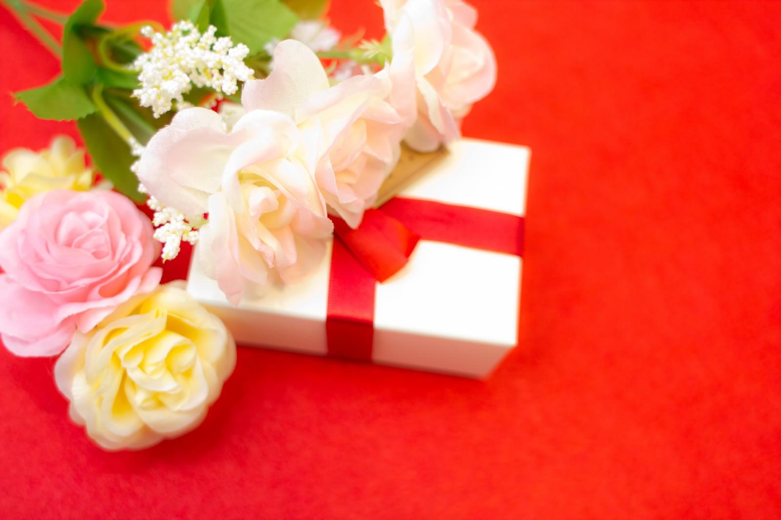 「プレゼントボックスとお祝い」の写真