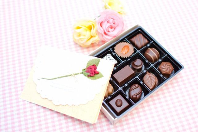 「チョコレートと恋文」のフリー写真素材