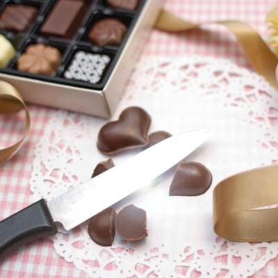 バレンタインが失敗に終わりハート型のチョコを破棄する。の写真