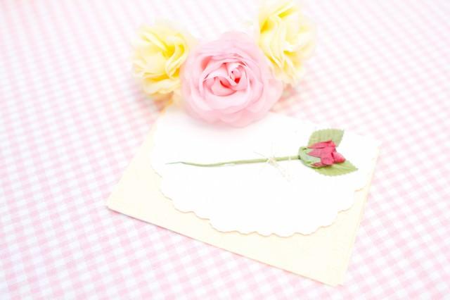 お花と手紙の写真