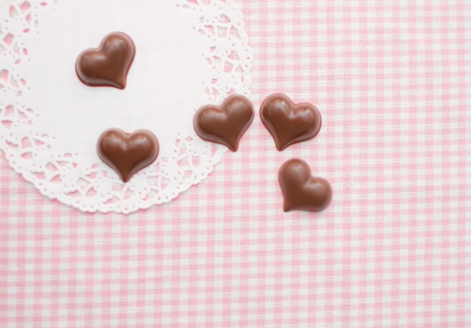 「ピンクのストライプとハートチョコ」の写真