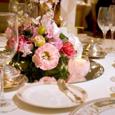 「結婚式・ウェディングのテーブルセット」の写真素材