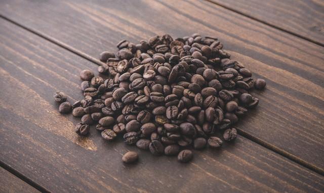 香りとコクがあるコーヒー豆の写真