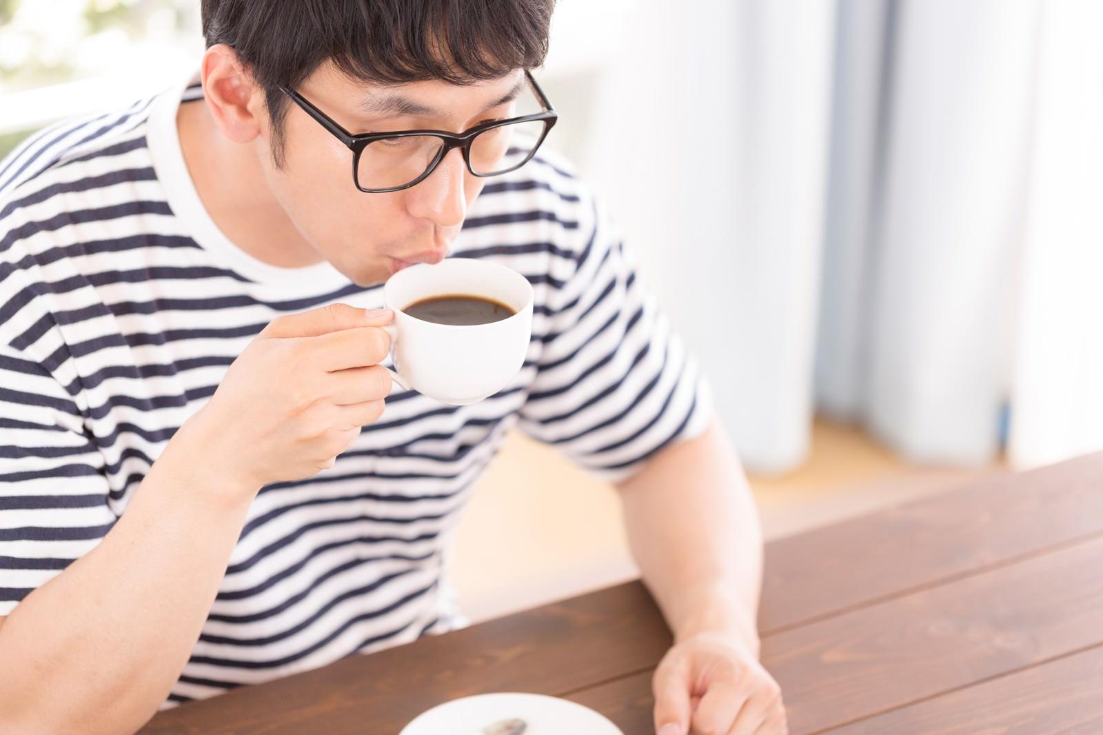 「猫舌のサードウェーブ系男子」の写真[モデル:大川竜弥]