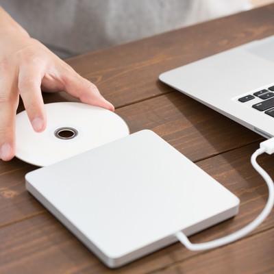 「外付けDVDドライブを使ってインストールを行う」の写真素材