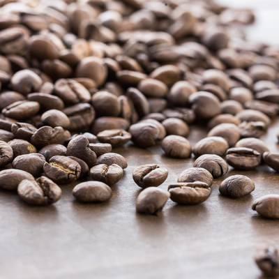 「散らばったコーヒー豆」の写真素材