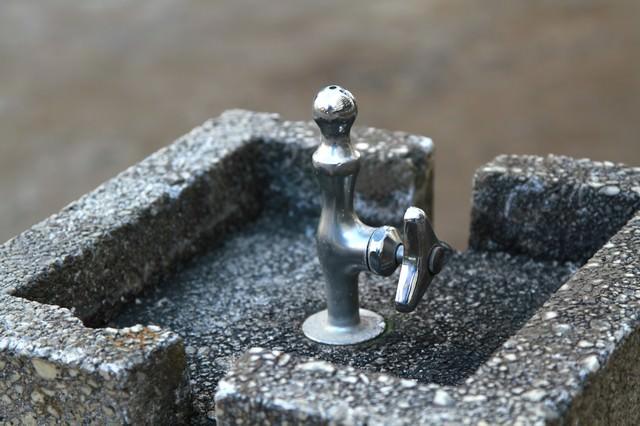 公園の水飲みの写真