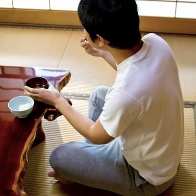 和室でひとりご飯の写真