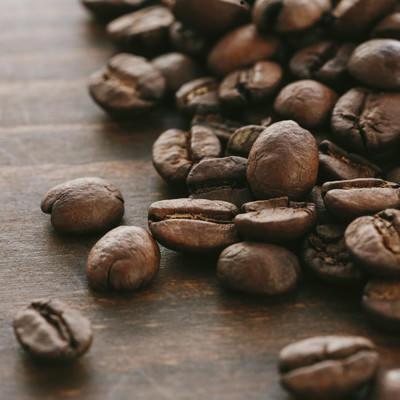 「焙煎された珈琲豆」の写真素材