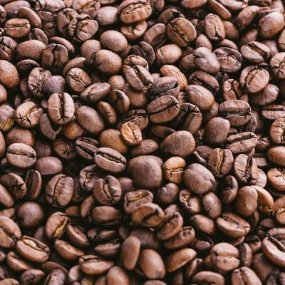 「敷き詰めたコーヒー豆」の写真素材