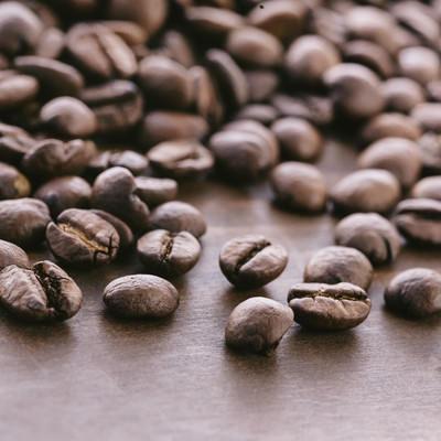 「散らばった珈琲豆」の写真素材