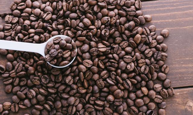 計量スプーン珈琲豆の写真