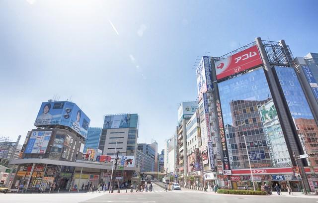 新宿駅前(青梅街道沿い)の写真