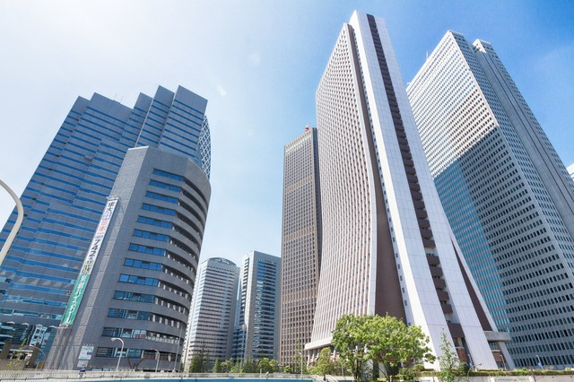 新宿の高層ビルの写真