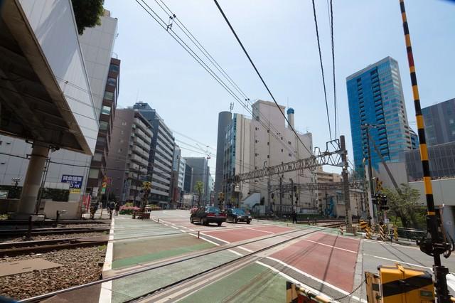 代々木駅前の踏切の写真
