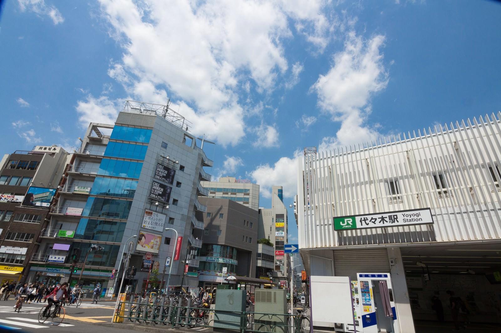 「JR山手線代々木駅前」の写真