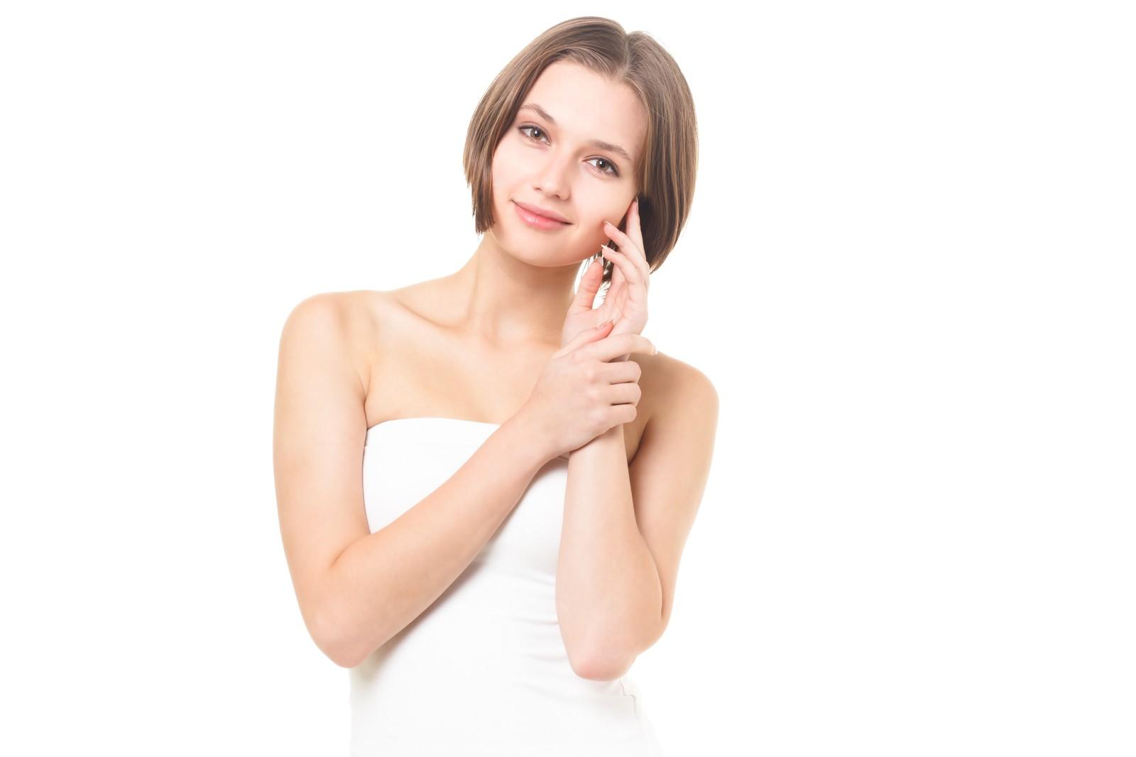 「微笑む女性(美容) | 写真の無料素材・フリー素材 - ぱくたそ」の写真[モデル:モデルファクトリー]
