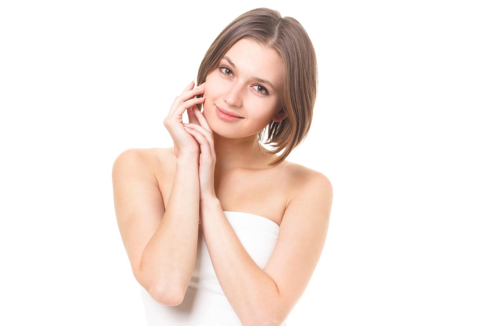 「微笑む女性(ボディケア)」の写真[モデル:モデルファクトリー]