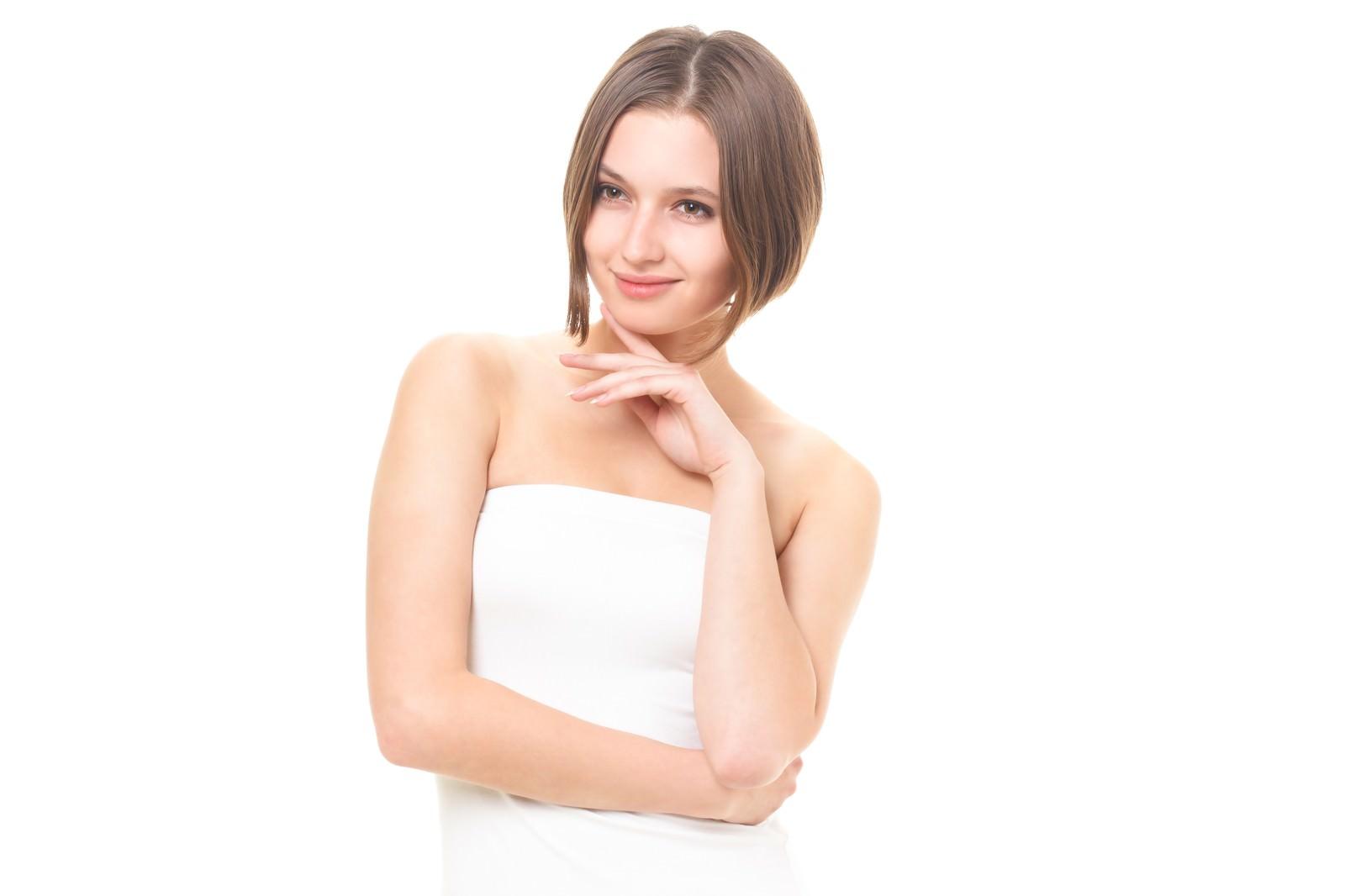 「美しくなる秘訣を話すロシア人女性」の写真[モデル:モデルファクトリー]