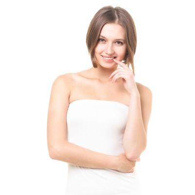 「こちらを見つめて微笑むロシア美女(美容)」の写真素材
