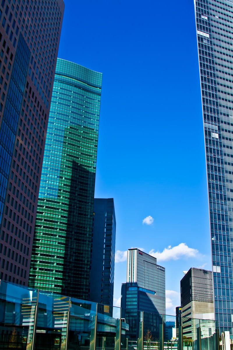 「汐留駅前のビル群」の写真